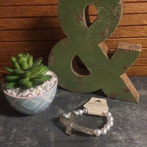 Jewelry - ☘️NWT! Faux Pearl and Rhinestone Cross bracelet